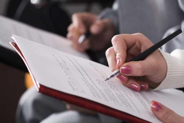 Как оформить главного бухгалтера на декретную ставку без право подписи